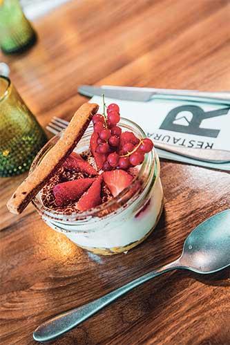 plat assiette dessert restaurant le R